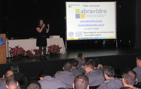 Bombeiros de Minas Gerais recebem palestra da Abravidro