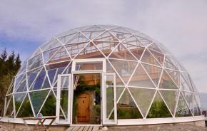 Proteção contra o frio! Na Noruega, redoma de vidro envolve casa