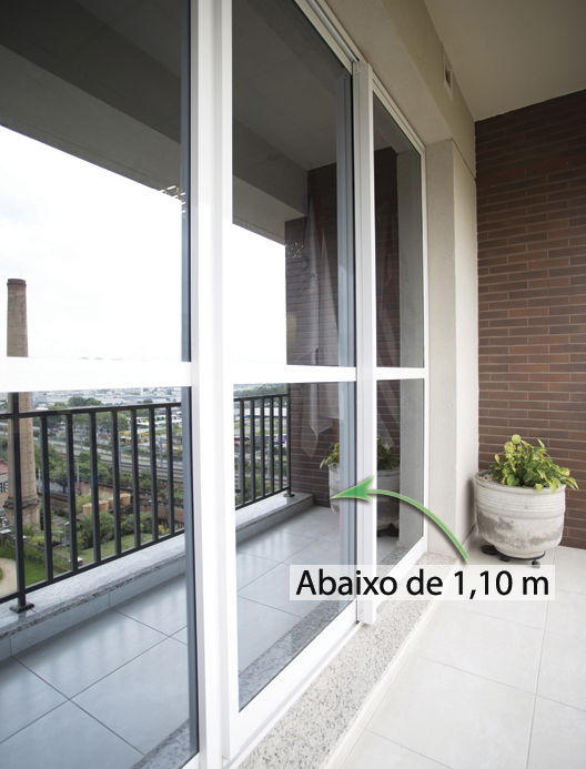 7199_porta-vitrine-divisoria_abaixo