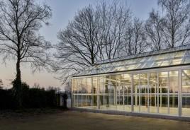 Vidro substitui madeira em celeiro na Holanda