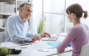 Advisor meeting with a customer
