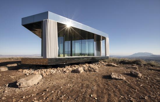 d7d9a6b68 Um exemplo extremo da capacidade dos vidros de controle solar é a La Casa  del Desierto (A Casa do Deserto), obra da Guardian erguida em pleno deserto  de ...