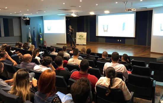 Abravid-DF realiza palestra sobre vidros de controle solar