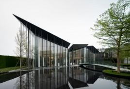 Hong Kong ganha centro comunitário com fachada de vidro