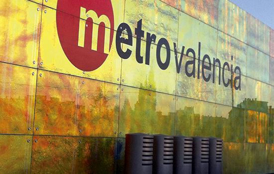Estação do metrô em Valencia, Espanha, cujos laminados usam EVA da Evalam: interlayer oferece diversas possibilidades estéticas.