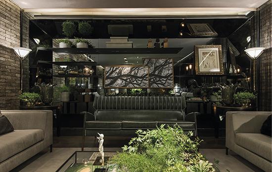 Espaço Casa Conceito, projetado pelo arquiteto Flávio Moura: uso de espelho Cebrace cinza acentua visual do ambiente