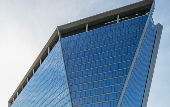 Edifício Aqwa Corporate, no Rio de  Janeiro: insulados  aplicados nesse prédio comercial  foram beneficiados  pelo Grupo Galtier e  fornecidos pela AGC